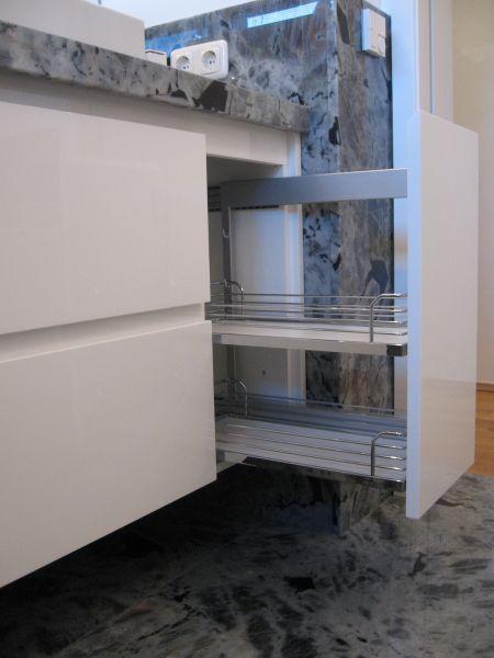 badschrank hochglanzpoliert home. Black Bedroom Furniture Sets. Home Design Ideas